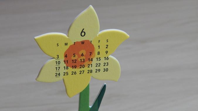 flowers desktop calendar